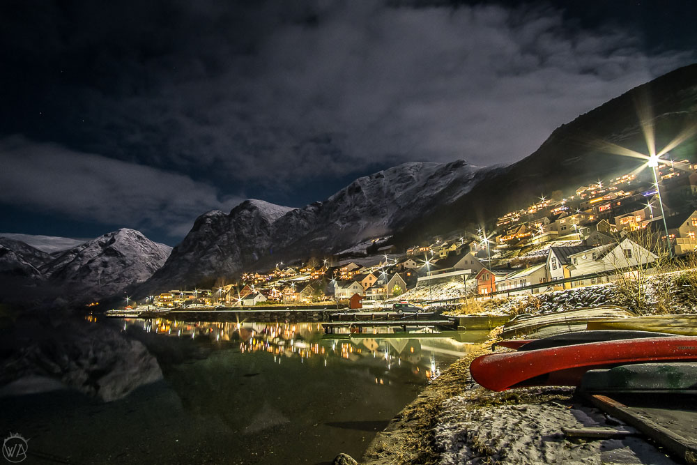 norway winter travel road trip itinerary - Norway in a nutshell Aurland by night