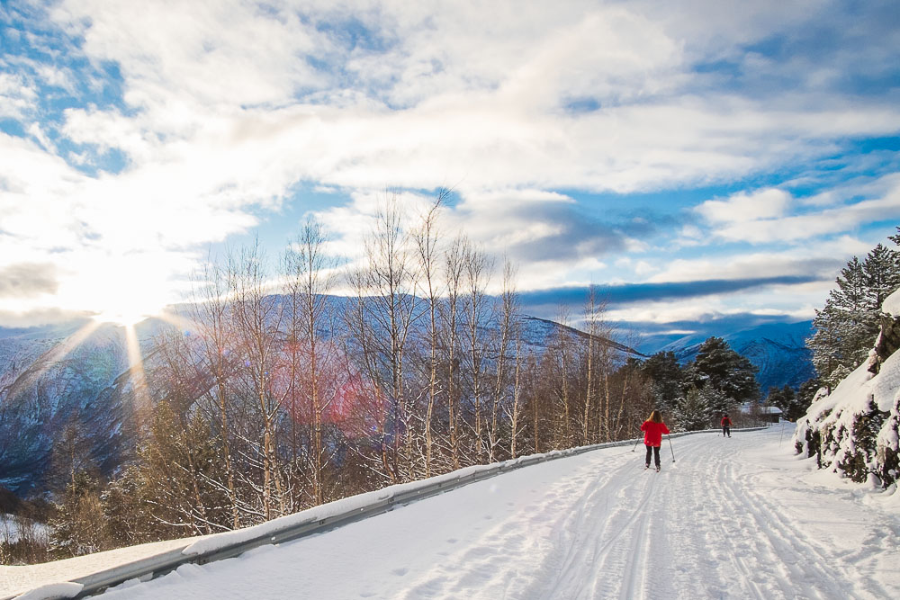 best things to do in Norway in winter - cross country skiing