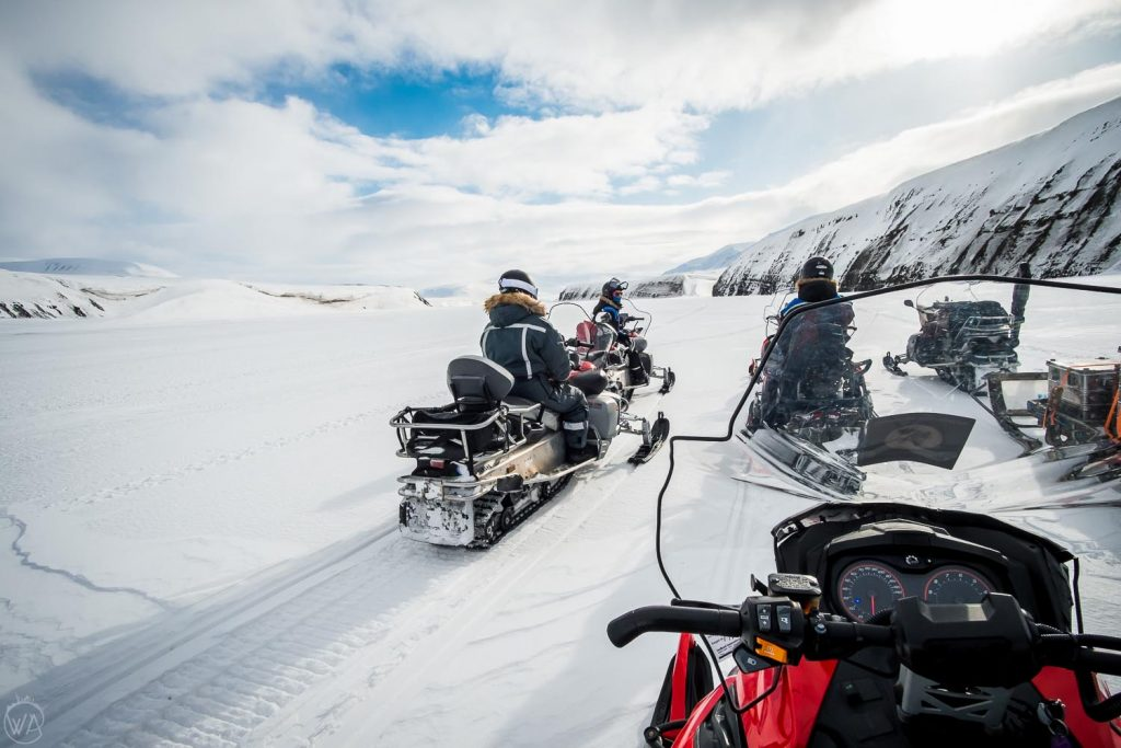 Svalbard tours on snowmobiles to the East coast - the group