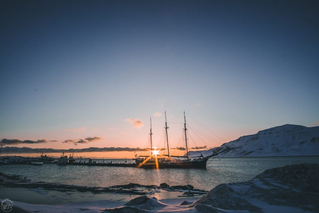 Midnight sun - Best things to do in Svalbard tour arctic adventure