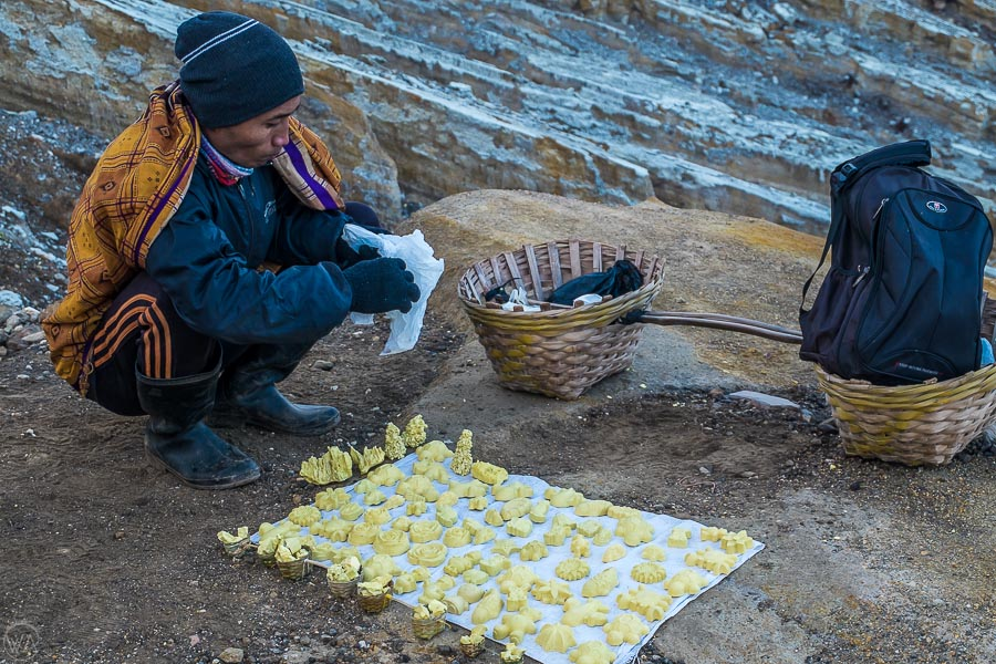Miner selling sulfur souvenirs in Ijen crater