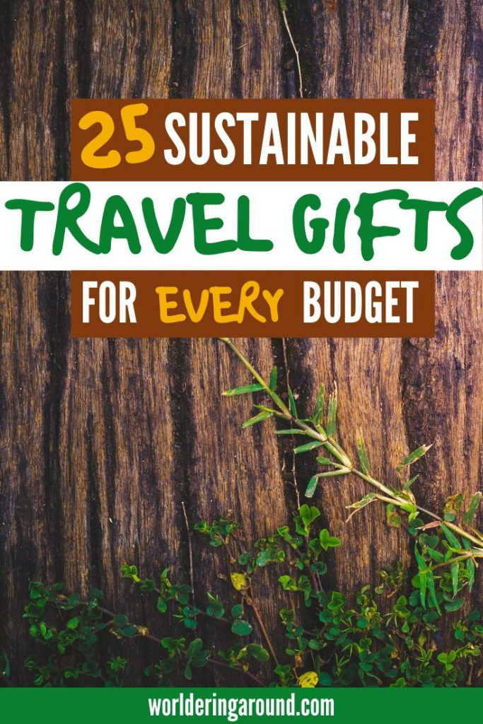 A fun list of sustainable gifts for travelers for every budget. Eco-friendly gifts and products for travelers, so your friends and the Earth can all be happy ;-) Eco-friendly gift ideas for women and men, with sustainable wrapping, eco-friendly gifts for Christmas for him and her | Worldering around #sustainable #ecofriendly #gifts #christmas #travel