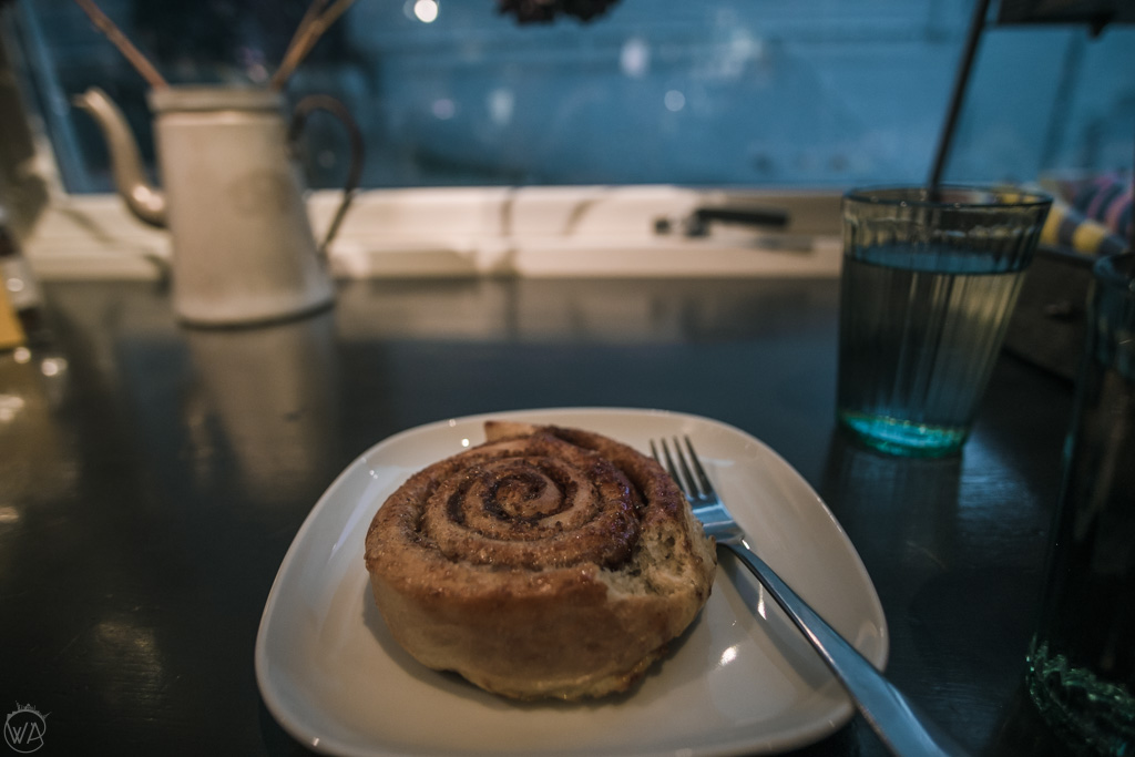 Kanelboller in Bergen cafe in winter