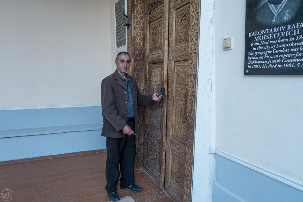 A man opening the Gumbaz Synagogue, Samarkand, Uzbekistan
