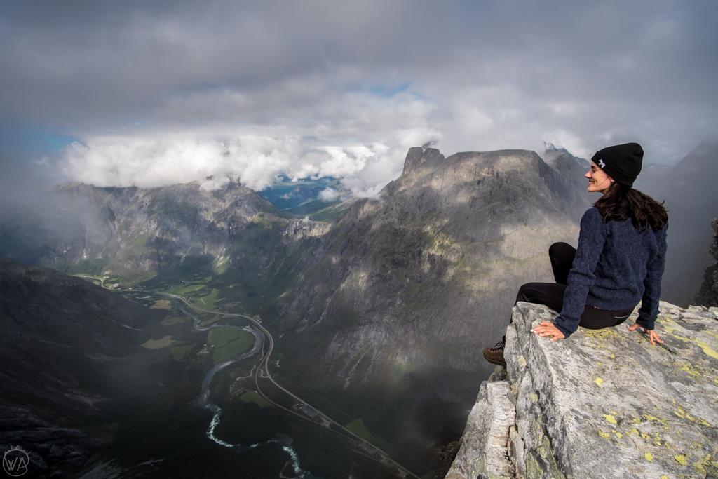 Widok na Romsdalen ze Ściany Trolli, Trollveggen, Norwegia
