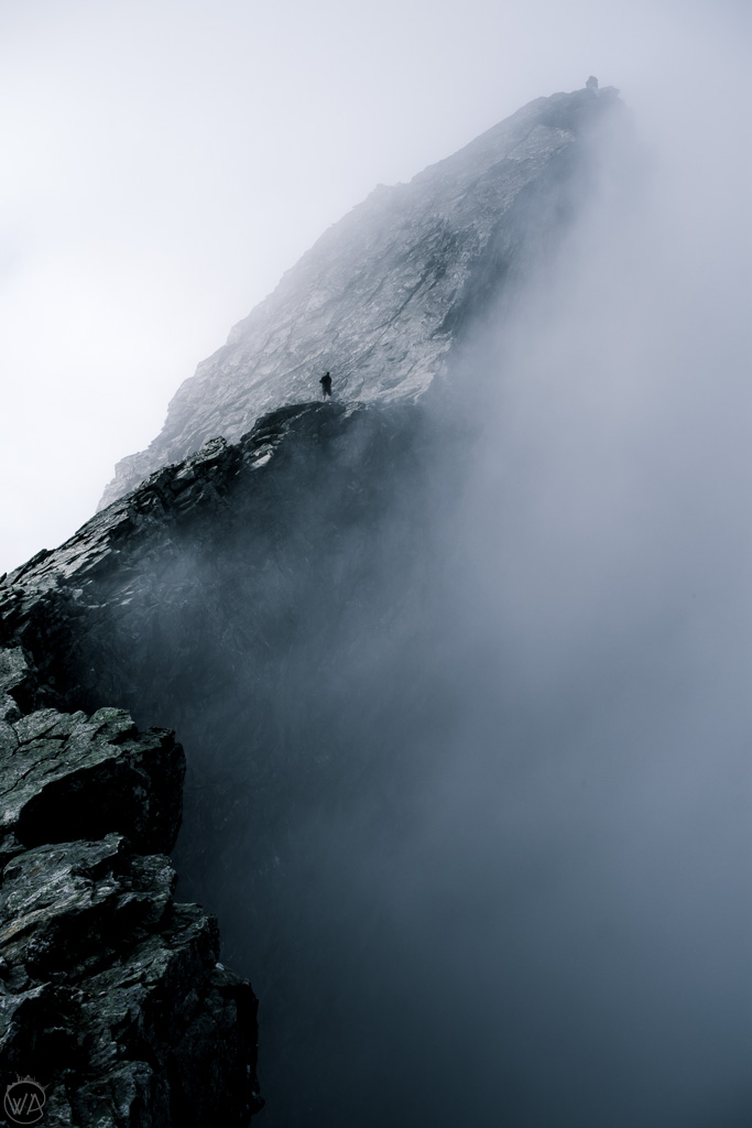 Ściana Trolli Trollveggen Norwegia chmury