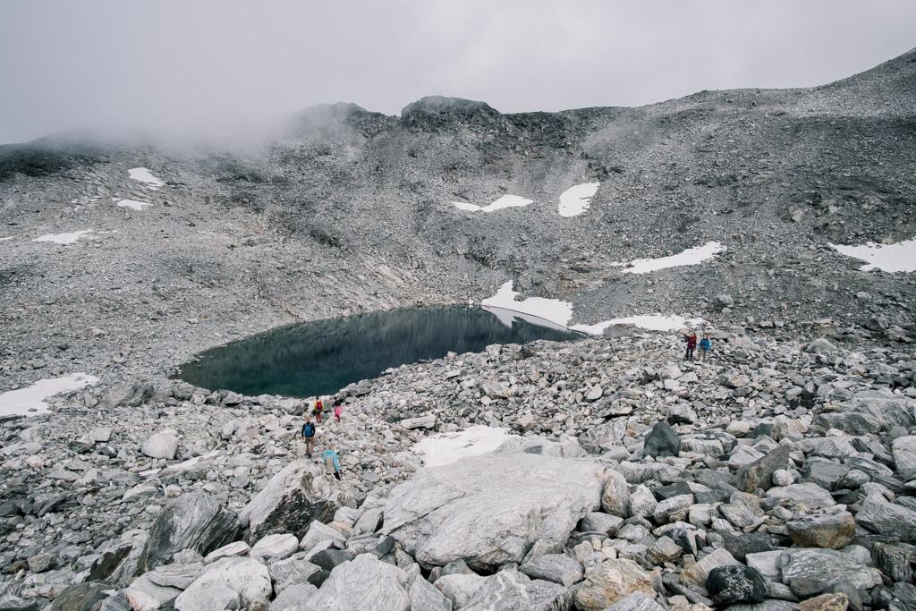 Jezioro przy szlaku na Stabbeskaret, Ściana Trolli, Norwegia
